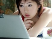 pretty-asian-woman-using-laptop-computer-520x245